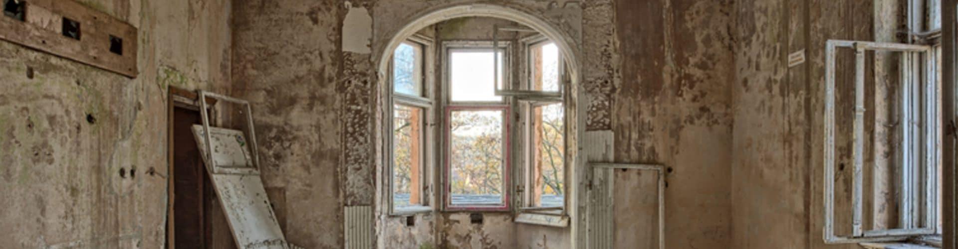 Beautiful abandoned house for demolition - Big Easy Demolition