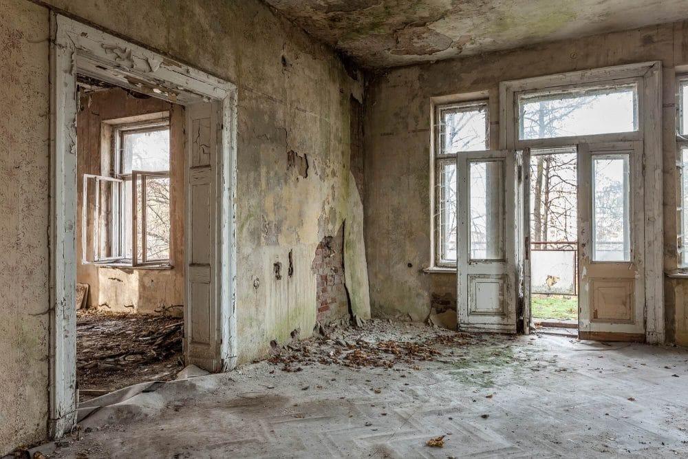 old forgotten house for demolition - Big Easy Demolition